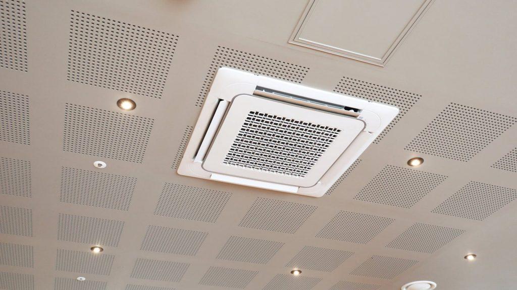 Het schoonmaken van airconditioning installaties